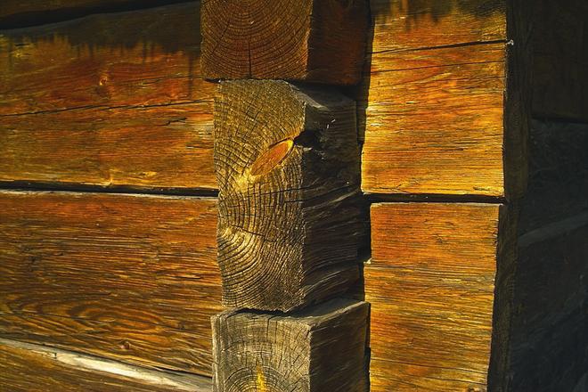 spojenie drewnianego domu